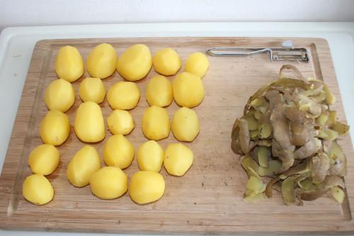 21 - Kartoffeln schälen / Peel potatoes