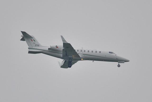 258 Learjet 45