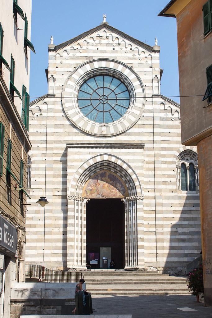 Генуя - Еще одно церковное здание в старом городе - Chiesa di Sant'Agostino.