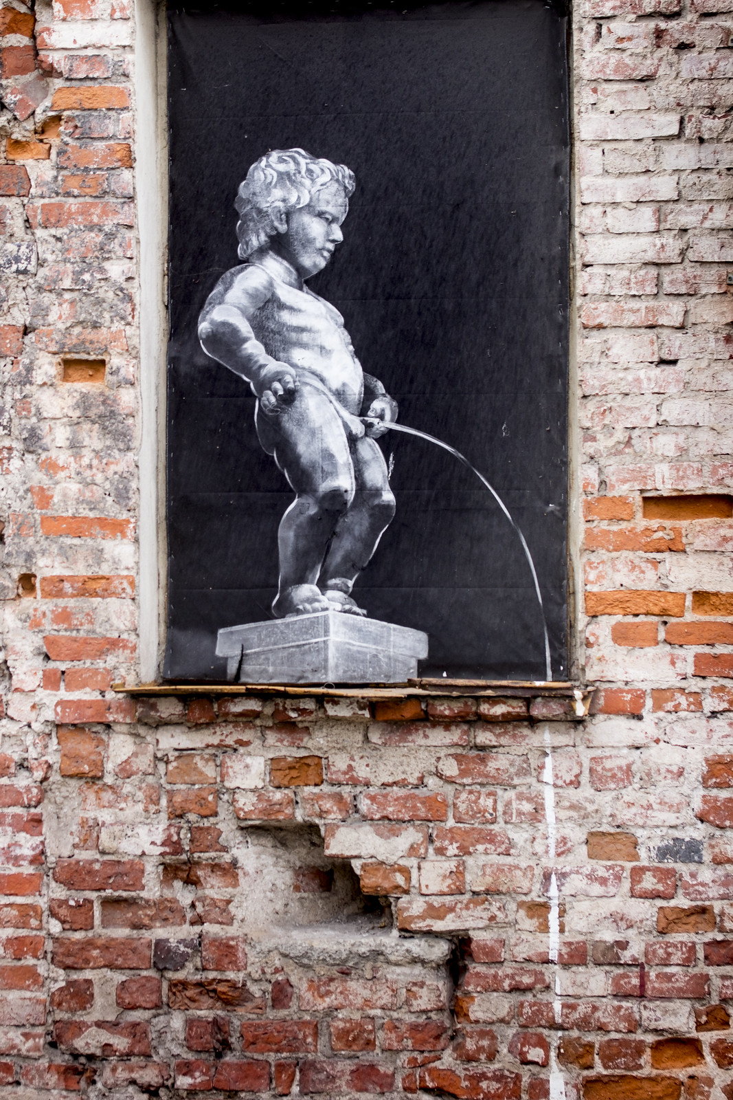 Manneken pis - Banksy in Kaunas, Kowno, Lithuania