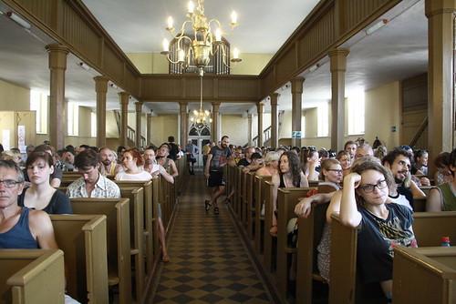 Publikum in Friedländer Kirche