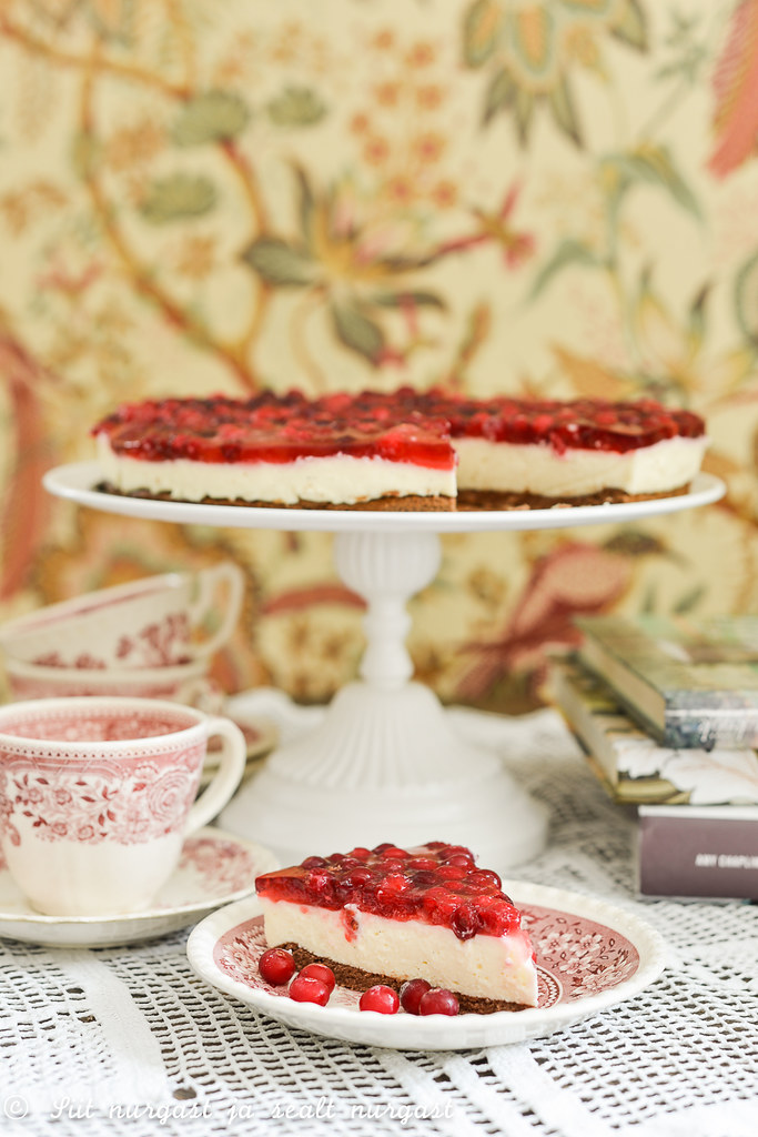 curd cheese cake with cranberries