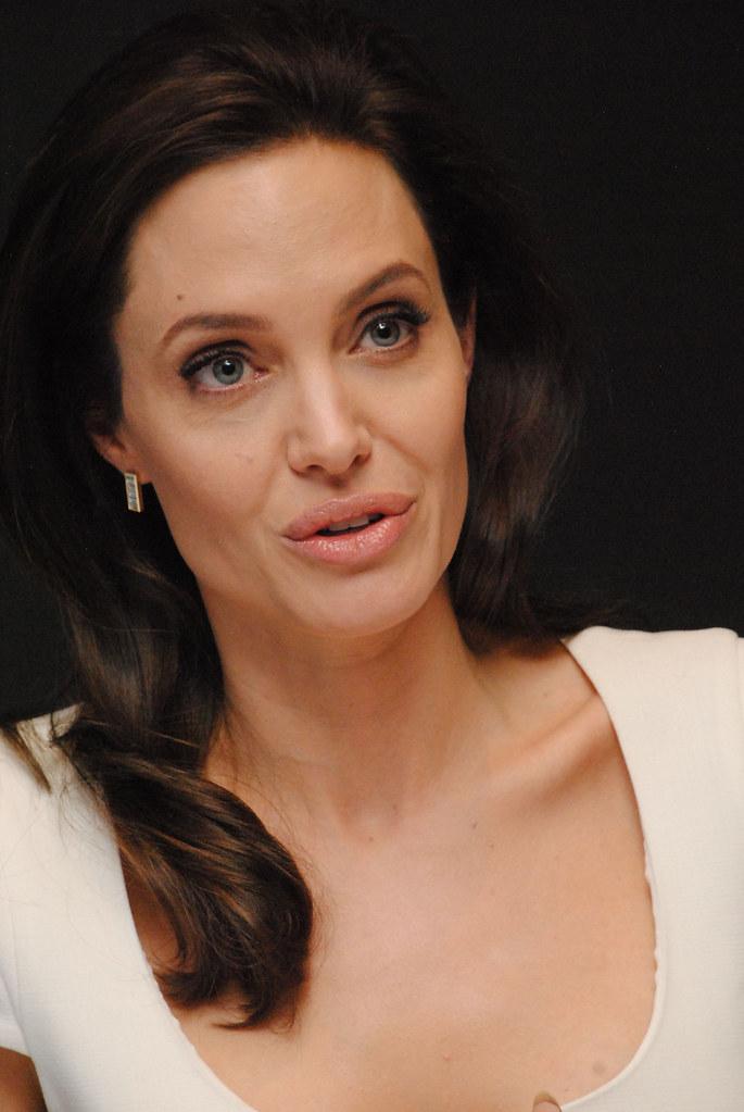 Анджелина Джоли — Пресс-конференция «Несломленный» 2014 – 91
