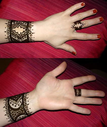 Wrist Mehndi Patterns : Henna wrist and finger design paste on � henname