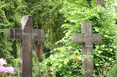 cemetery(1.0), symbol(1.0), headstone(1.0), memorial(1.0), cross(1.0), grave(1.0),
