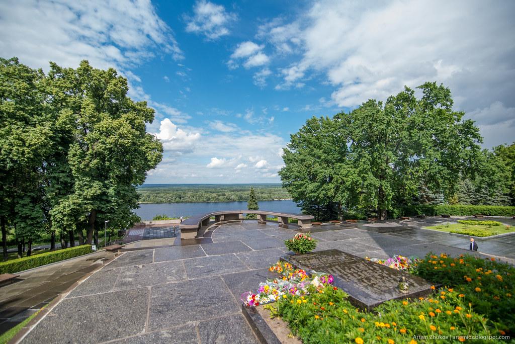 Shevchenko monument in Kaniv, Ukraine-3.jpg