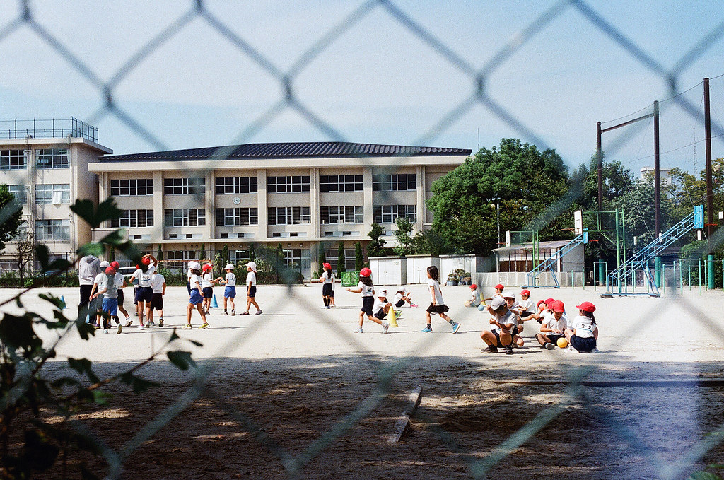当仁小学校 福岡 Fukuoka 2015/09/03 小學校開學了。  Nikon FM2 / 50mm Kodak UltraMax ISO400 Photo by Toomore
