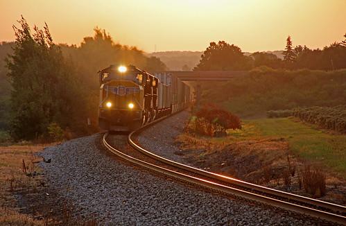 railroadtracks norfolksouthern sunrisephotography northeastpennsylvania norfolksoutherntrains intermodaltrains unionpacificmotivepower nsintermodaltrains nsstacktrains bortroad