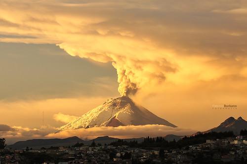 sunrise volcano quito ecuador amanecer cotopaxi volcanes erupción