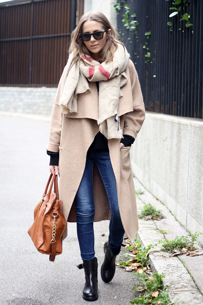 Coats Scarfs And Sweater Winter outfits inspiration streetstyle8