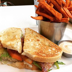 b.l.a.t. & sweet potato fries @thecounterkahala thanks wen! #thecounter #kahala #hawaii