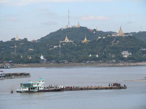 Sagaing et sa colline remplie de pagodes dorées
