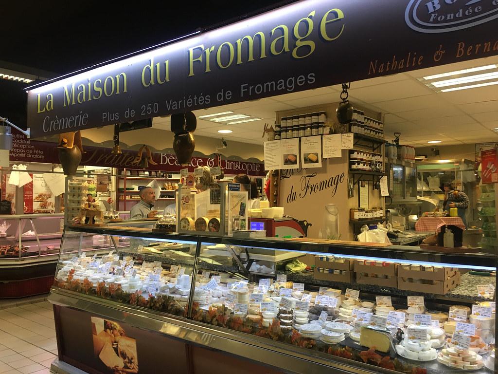 Ostaffär med 1000 ostar i Les Halles i Avignon
