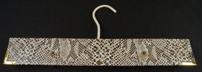 RD15280 Vintage Mid Century Snakeskin & Brass Jewelry Necklace Hanger DSC08964
