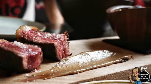 Taco de carne roja, patata azul con chimichurro y alioli de ajo negro
