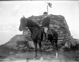 Andreas Moe ved Varden på Gråkallen (ca. 1910)