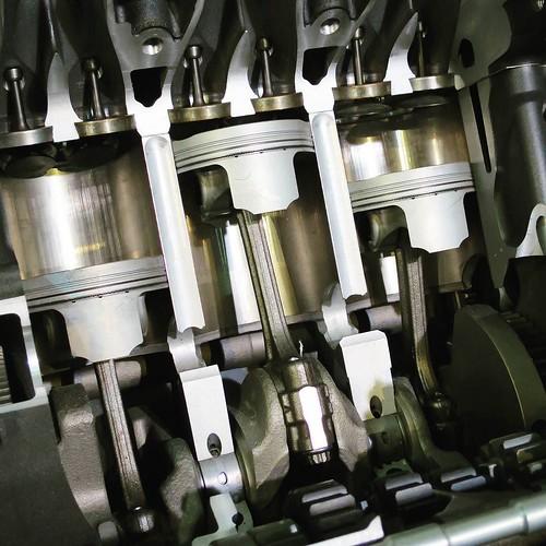 とあるエンジン。さすがにこれは組み立てられる気はしないけど、頑張ればできるようになるのかな?#ヤマハCP