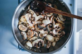 Almôndegas de Frango com Molho de Cogumelos