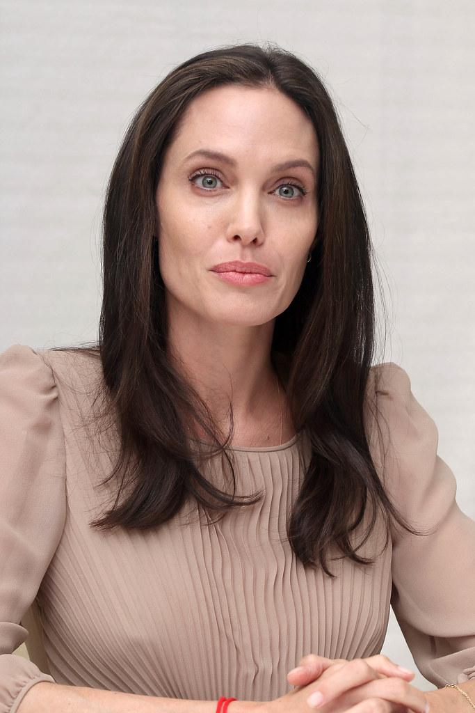 Анджелина Джоли — Пресс-конференция «Лазурный берег» 2015 – 57