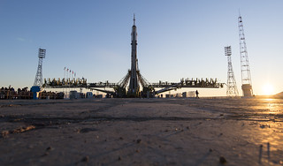 Expedition 46 Soyuz Rollout (NHQ201512130026)