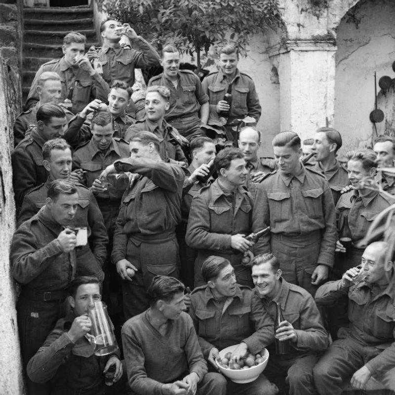 The British Army in Italy 1943. The Queen's Regiment celebrate Christmas, 25 December 1943