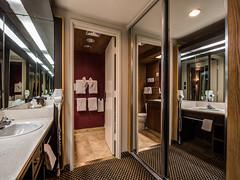 king-parlor-room-vanity-3