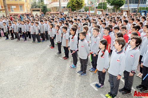 500 öğrenci flütle 'Hey onbeşliyi' söyledi