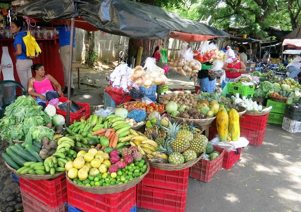Nicaragua | Vihanneksia paikallisella torilla.