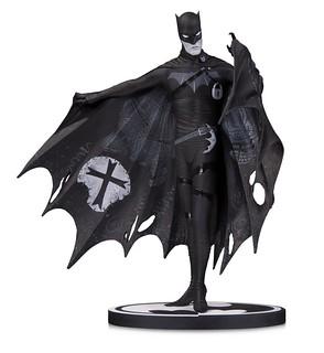 竟然在披風內側雕刻出高譚市的地圖!! DC Collectibles 蝙蝠俠黑白雕像系列【蝙蝠俠 by Gerard Way】Batman Black and White: Batman by Gerard Way Statue