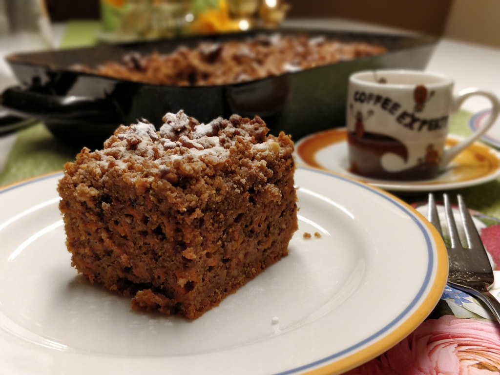 Karotten-Walnuss-Streusel-Kuchen