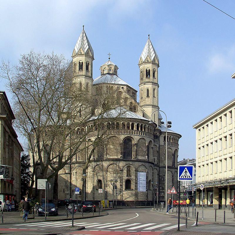 800px-St._Aposteln_Köln_-_Ostseite_(4539)