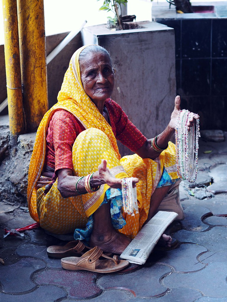 Mumbai Street Seller Female Woman Sari_effected