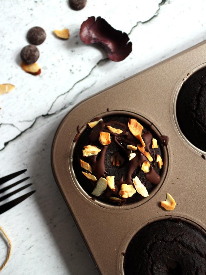 全素雙層巧克力烤甜甜圈 vegan-baked-double-chocolate-doughnuts (8)
