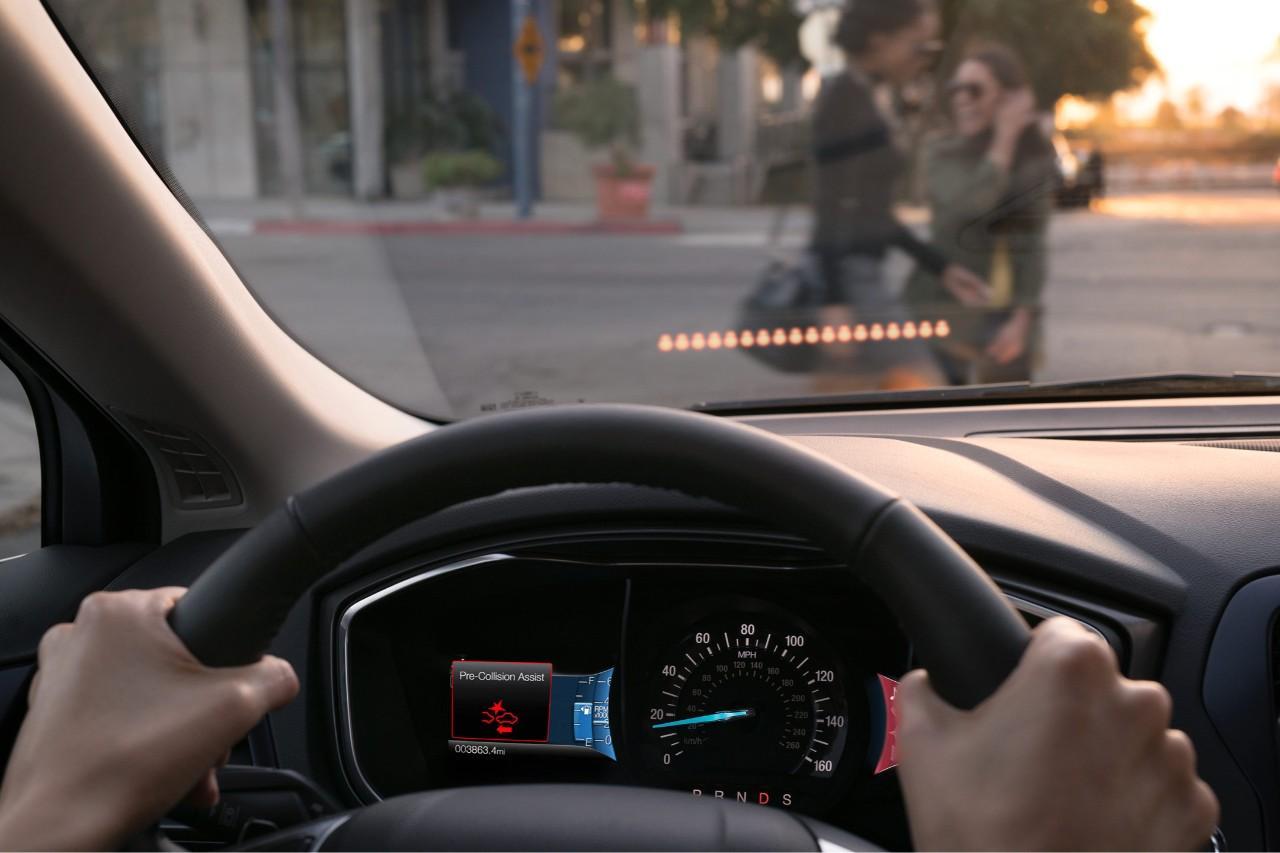 【圖一】Ford推出先進的駕駛輔助科技Ford Co-Pilot36幫助人們在現在和未來能夠更安全、更自信地行駛於繁忙的交通路況。大部分的