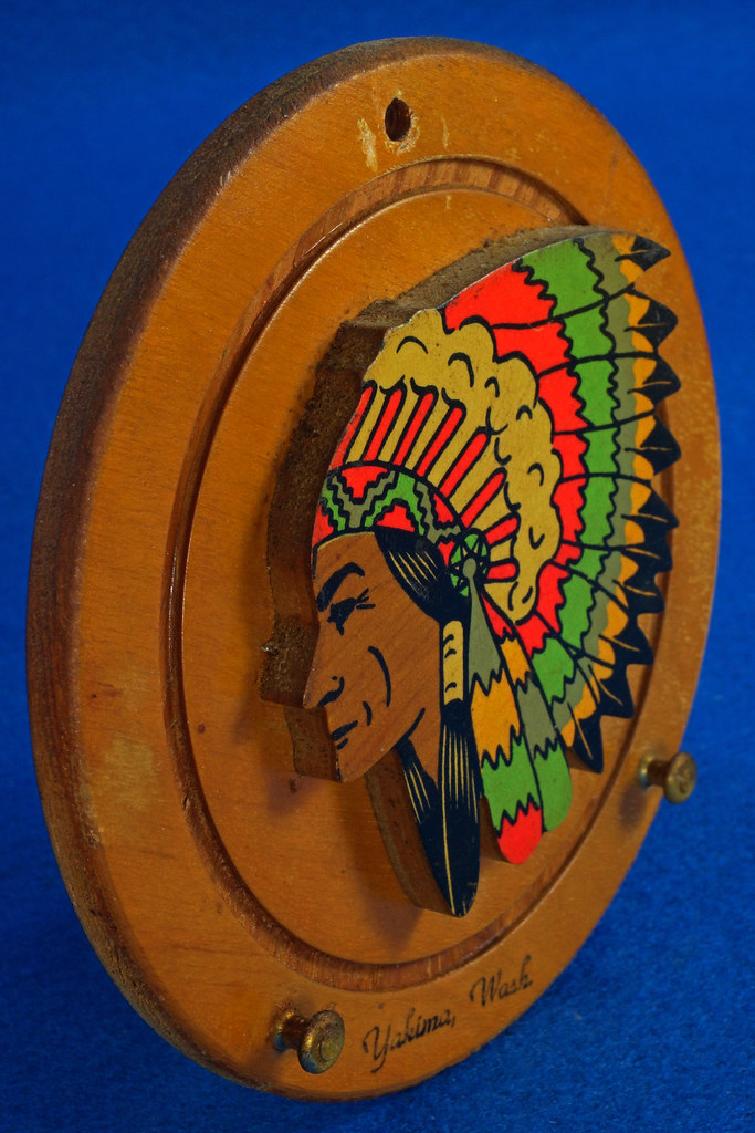 RD20612 Vintage Indian Chief Wall Hanging Wood Plaque Yakima, Wash. Souvenir DSC05100