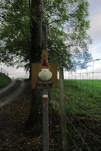 20120924 26 024 Jakobus Hinweisschild Piemont Muschelzeichen