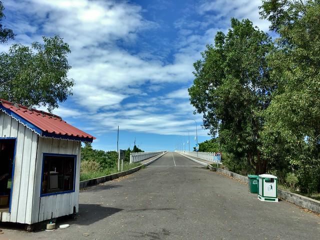 開発中のスネークアイランドへ続く道
