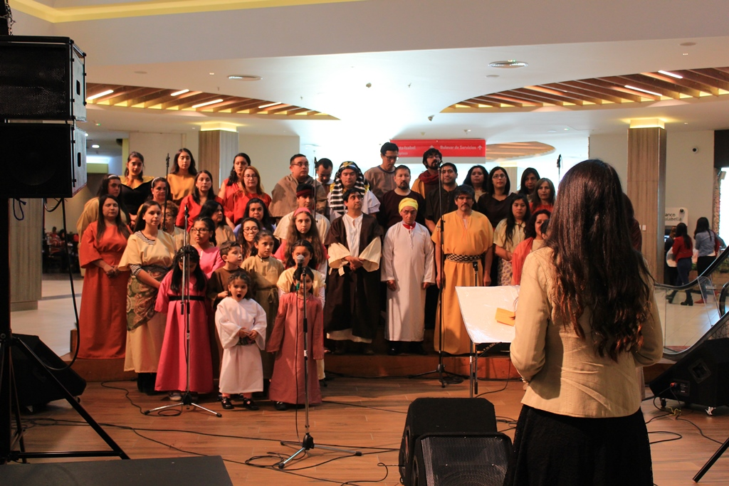 Coro Polifónico canta en Mall Plaza del Trébol
