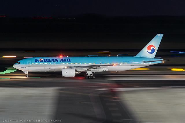 Korean Air Boeing 777-2B5(ER) HL7715