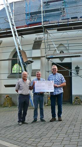 3.8.17 Der Kapellenverein gibt einen Zuschuss von 5.000.- Euro für die Renovierung des Kapellendachs