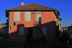 20120916 19 074 Jakobus Gimont rot Haus Brunnen Kreuz_K - Photo of Gimont