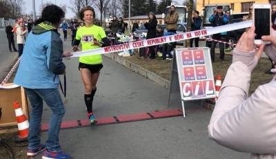 Churáňová porazila všechny muže na MČR v běhu na 100 km a vylepšila český rekord o 34 minut