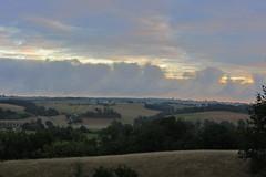 20120919 22 044 Jakobus Morgenrot Hügel Feld Bäume Wolken
