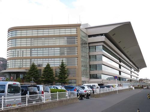 福島競馬場のスタンド外観