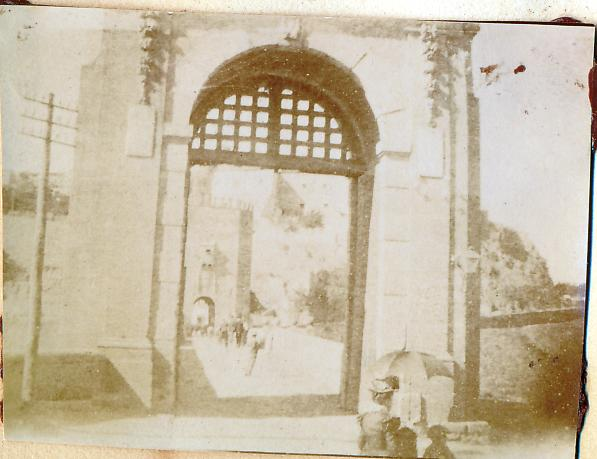 Puente de Alcántara en Toledo en 1898. Fotografía de un anónimo francés.