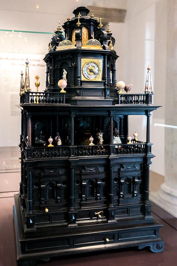 Музей часов музыкальным, Коллекция, несколько, мастером, Гертнером, Горизонтальные, солнечные, тюрбаной, фигурой, изготовленные, Аугсбурге, Напоследок, Тюркский, механизмов, время, автомат, конца, 1500х, годов, Механический