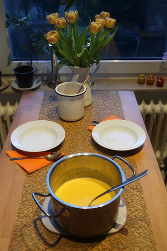 Amerikanische Kürbissuppe (Tischbild)