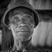 Benin: vieil homme dans la forêt de Lama.