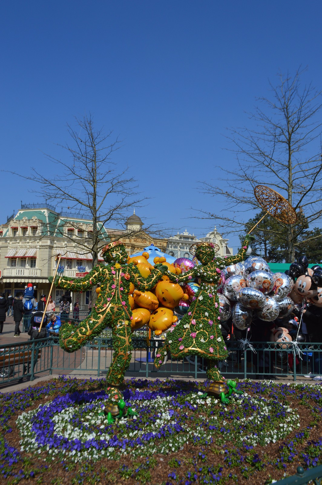 This is a picture of the Disneyland Paris main street floral display