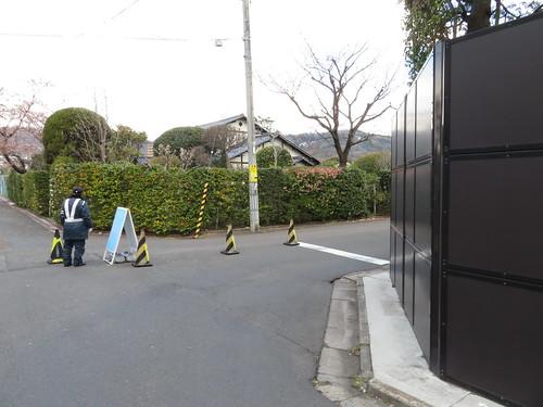 福島第二中学校の前の道を右折する